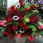 赤いバラの豪華なアレンジメント(2018年12月13日)