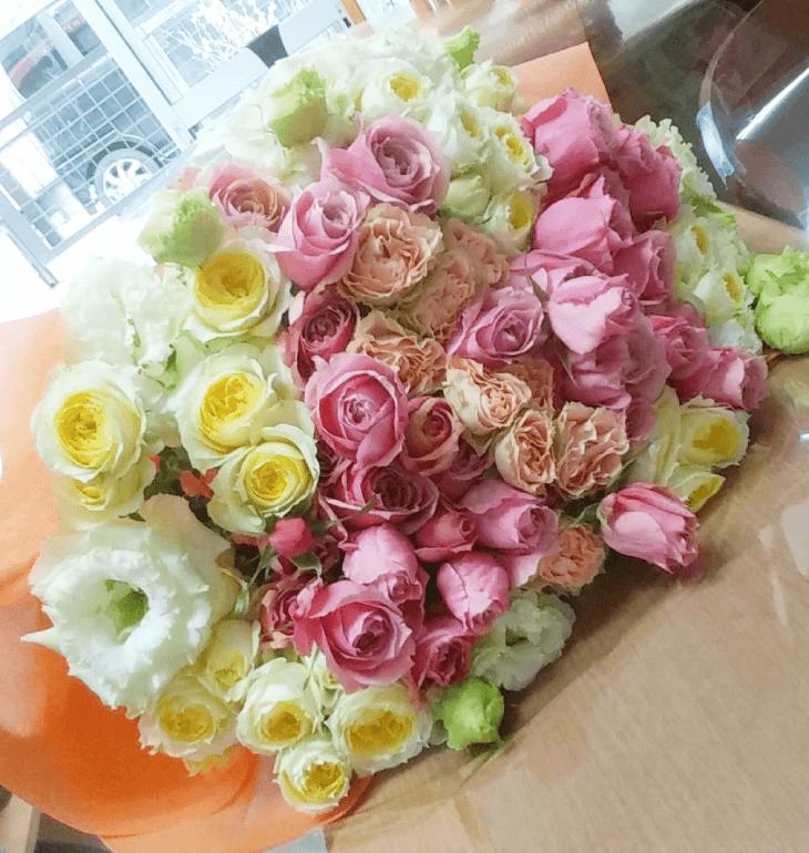 バラの大きな花束