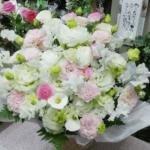 淡いピンクのお供えのお花