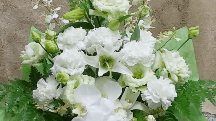 白仕上げのお供えのお花
