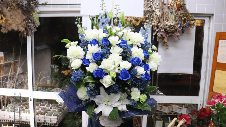 ブルーとホワイトのアレンジメント