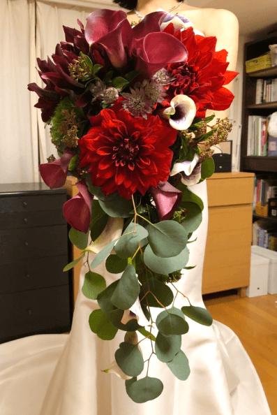 結婚式の赤いブーケ