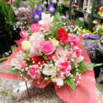 母の日のアレンジメント赤ピンク系