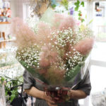 スモークツリーとかすみ草の花束