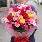 バラのみのカラフルな花束