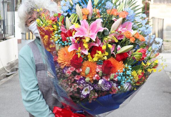 近畿大学の佐藤君のドラフト指名お祝いの花束!!