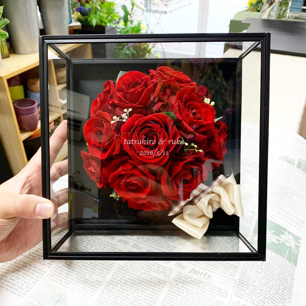 プリザーブドフラワー加工した薔薇のガラスボックス